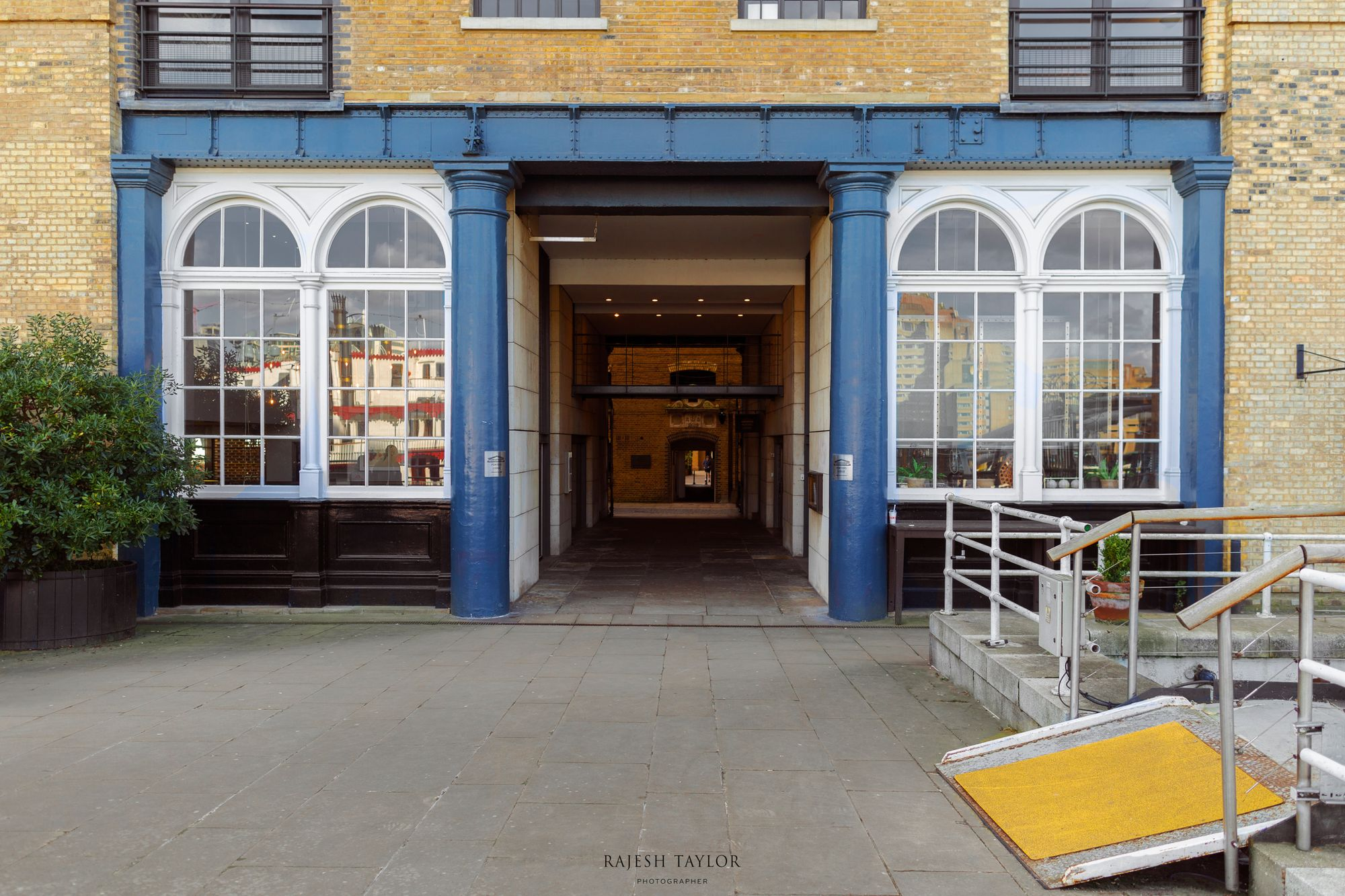 Porters Lodge Archway leads into Butler's Wharf Pier © Rajesh Taylor