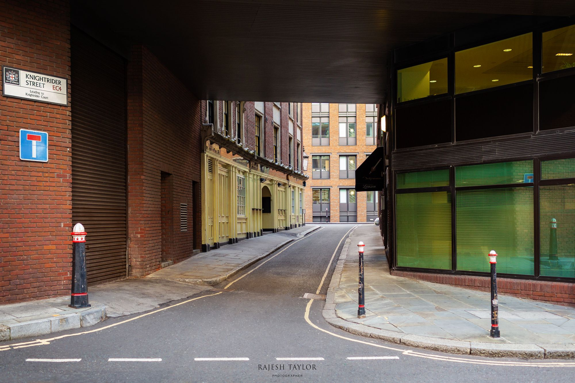 Knightrider Street underpass, City of London © Rajesh Taylor