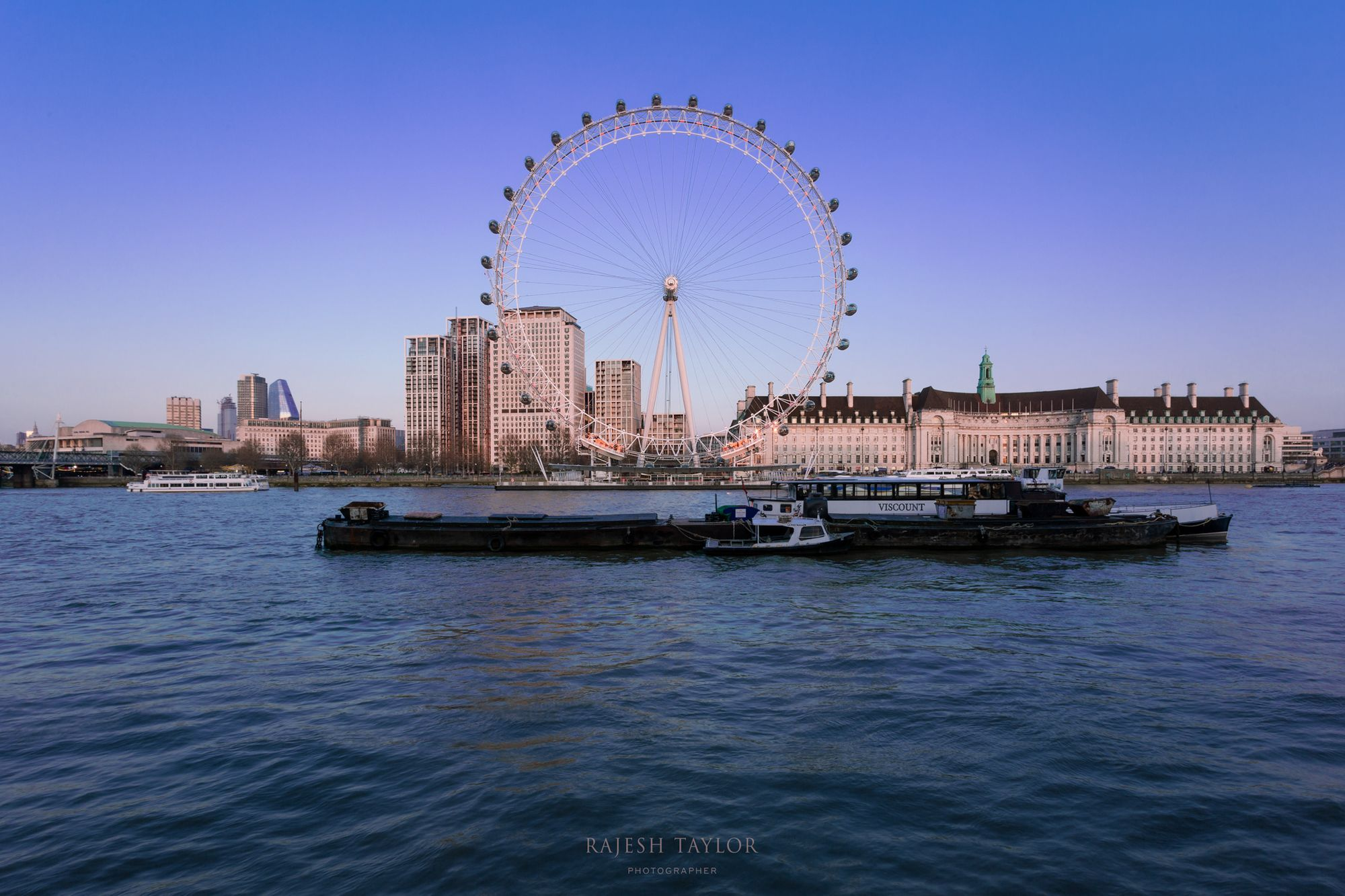 The London Eye or for Whovians - The Circular Transmitter at sunset © Rajesh Taylor